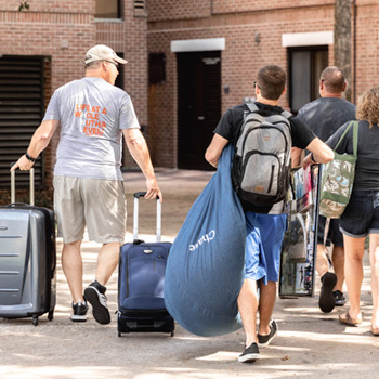 parents helping student move into ucf dorm