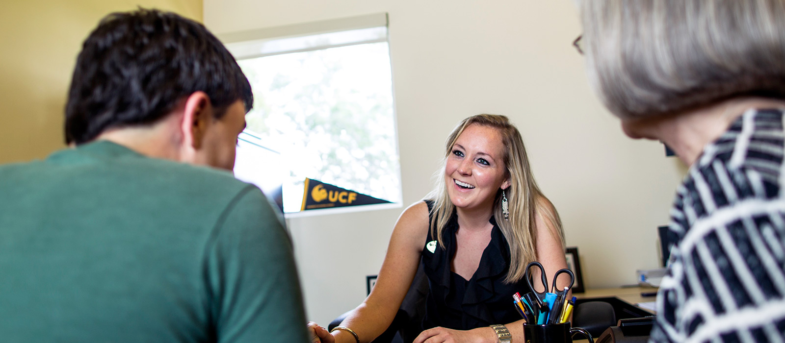 ucf advisor helping new student and parent
