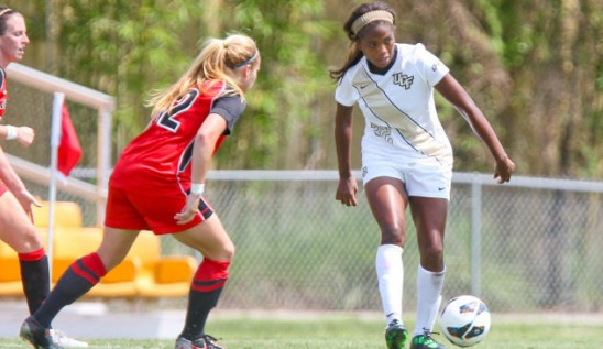 Women's Soccer: Diggs Named Defensive Player of the Year