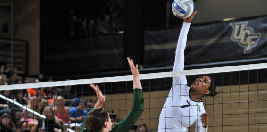 Volleyball Rolls Past Rutgers to Extend Streak