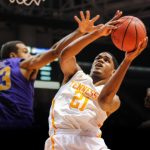 Basketball: UT Transfer A.J. Davis Signs
