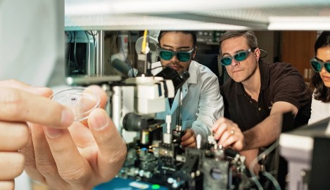 Scientists Invent New Way to Control Light, Critical for Next Gen of Super Computing