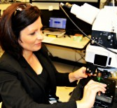 Researcher Uses Vibrations to Identify Materials' Composition