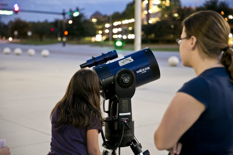students viewing space from UCF