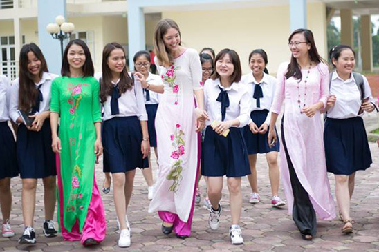 Amanda Fleming '15 (center) taught English at Hong Duc University in Thanh Hóa, Vietnam, as part of the Fulbright English Teaching Assistantship program. She is seen here with teachers and students from the school.