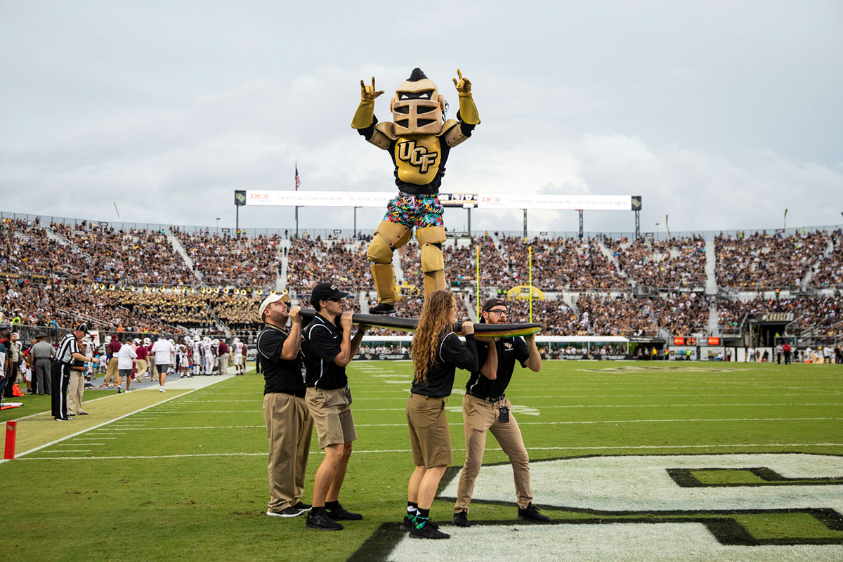 ucf-football-sc-state-knightro