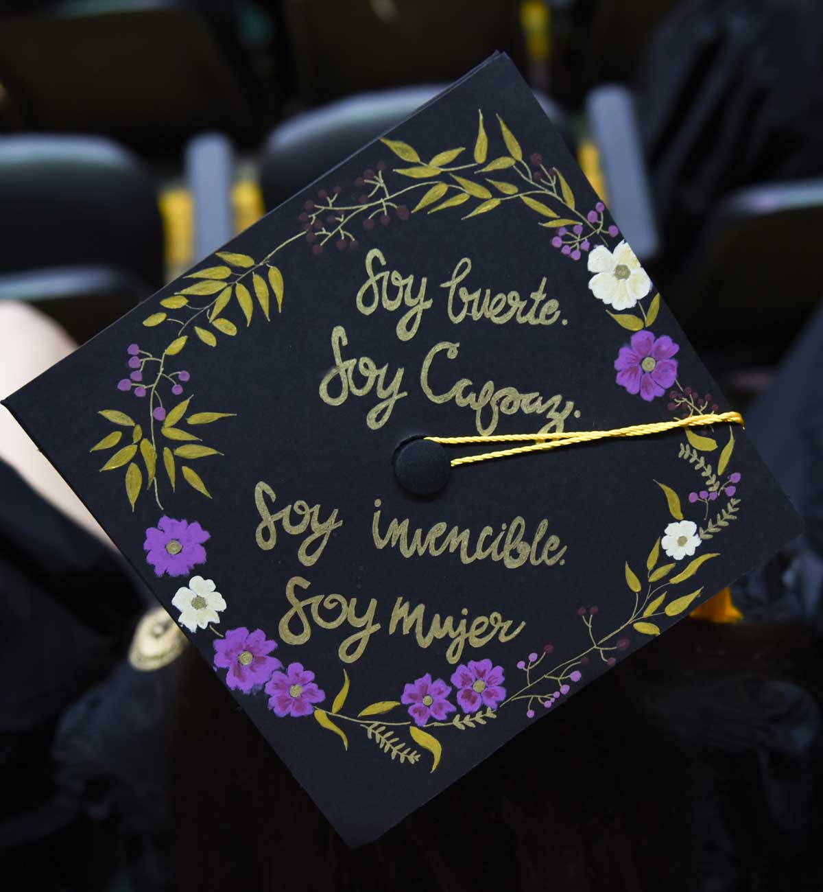 Grad cap decorated with Spanish text