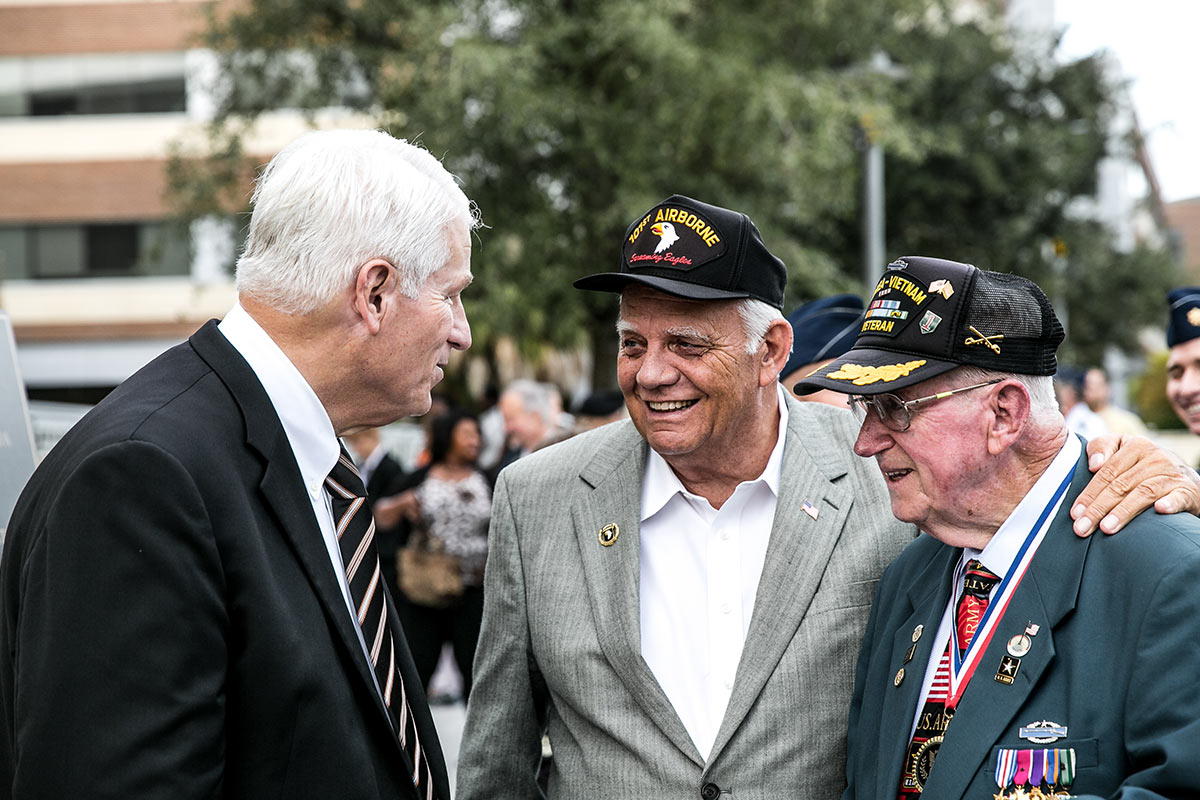 President Hitt and Veterans Talk
