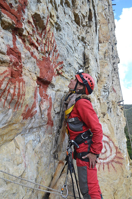 Studying La Petaca pictographs on the cliffs near Chachapoya burial sites