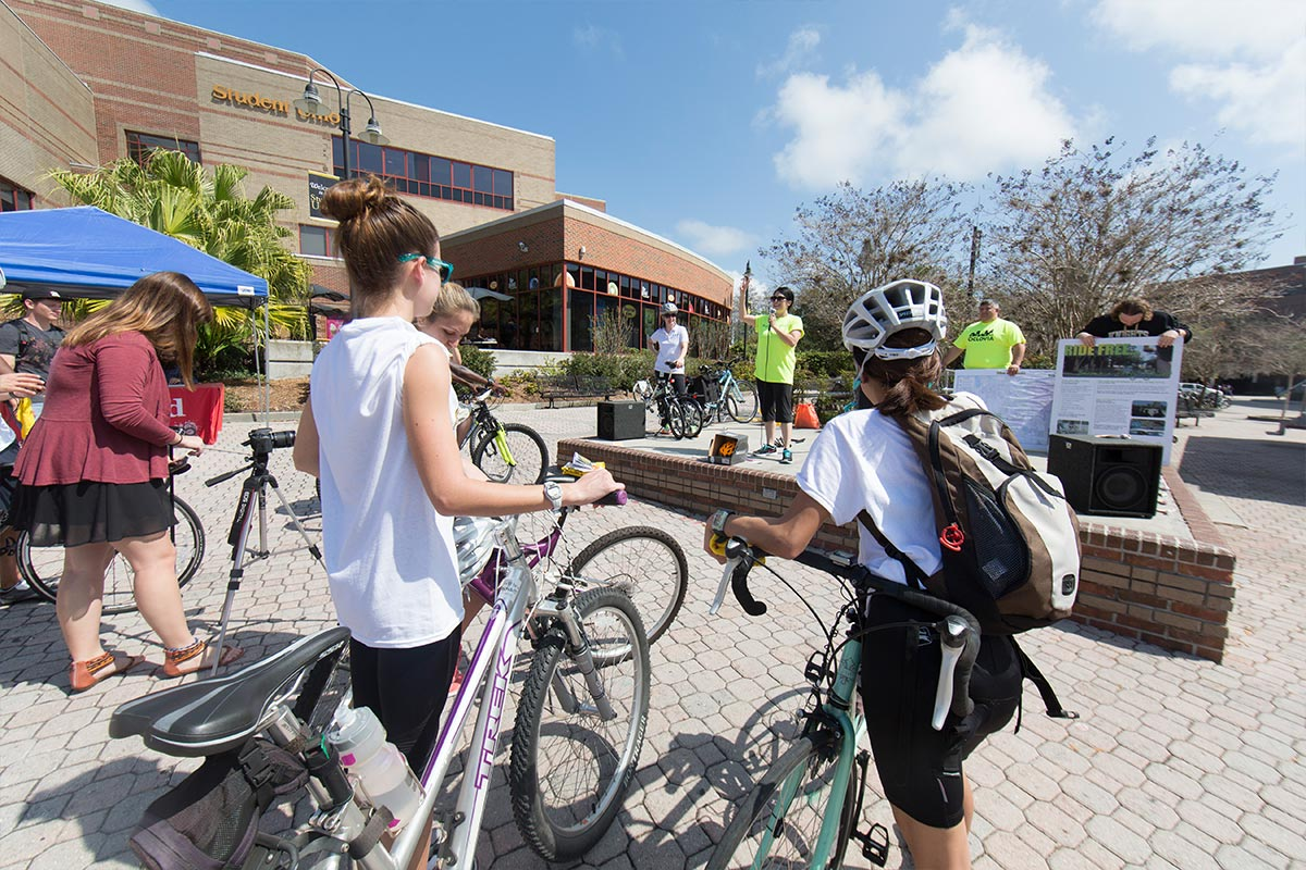 SLIDESHOWS_Summer2015_OnCampusBike1 2