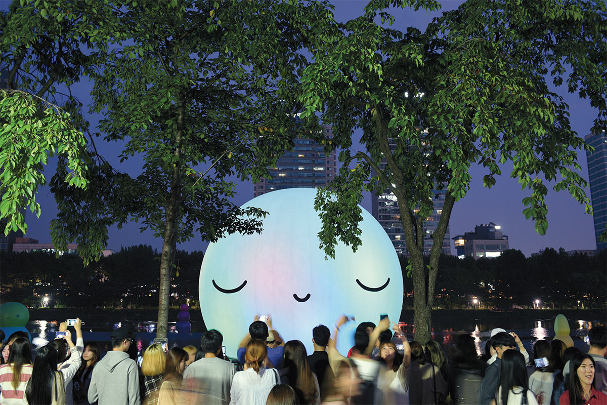 </p> <p><em>Super Moon</em>, 60-foot opalescent inflatable moon sculpture illuminated by programmed LEDs, was installed at Seokchon Lake in Seoul, Korea, September 1–October 3, 2016.</p> <p>
